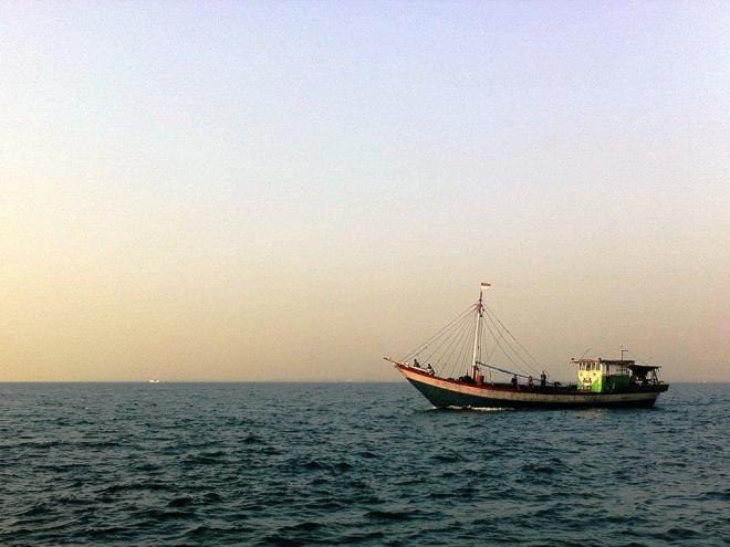 Dan Perahuku Pun Terus Melaju | Foto ini diambil saat kami mengadakan kegiatan di Pulau Untung Jawa, Kepulauan Seribu, Jakarta.